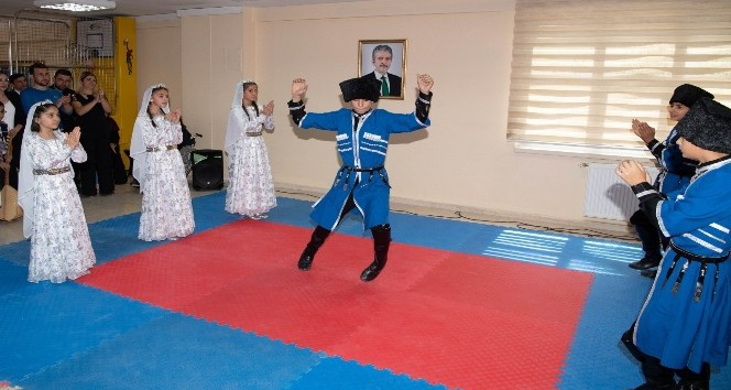 Ankara Büyükşehir Belediyesi Çubuk Aile Hayat Merkezi bünyesindeki Çoçuk Kulübü Ve Gençlik Merkezi üyeleri dönem sonu etkinliği düzenledi