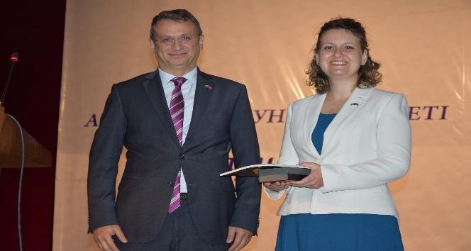 Fizik Profesörü Dr. Demirköz, Ahmet Yesevi Üniversitesinde konferans verdi