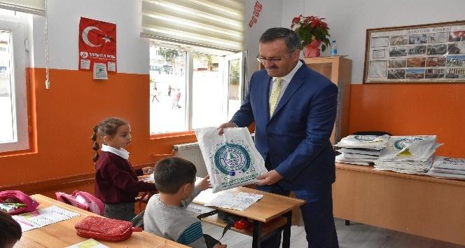 Kızılcahamam Belediyesinden okullara kırtasiye desteği