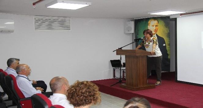 Mersin'de Nesibe Aydın'ın verdiği konferansa yoğun alaka