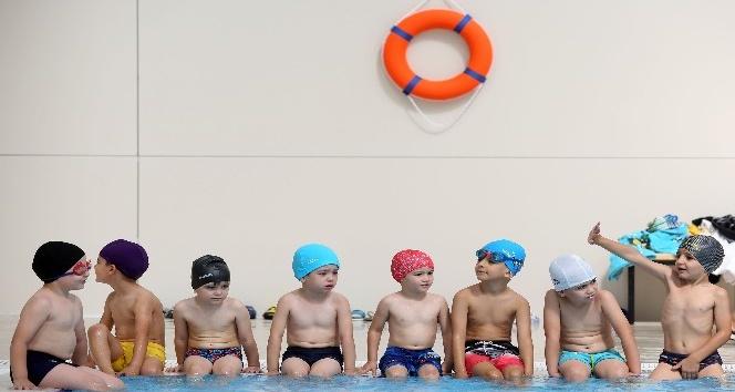 Şentepeli çocuklar yüzme öğreniyor