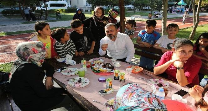 Başkan Ercan, vatandaşlarla nehir içti, istişarelerde bulundu