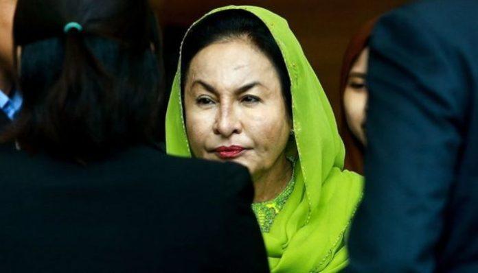 Eski başbakanın eşine para temize çıkartma suçlaması