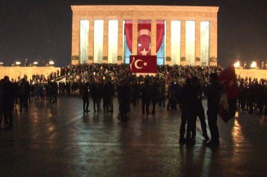 Atatürk'ün huzurunda evlilik sözü verdiler
